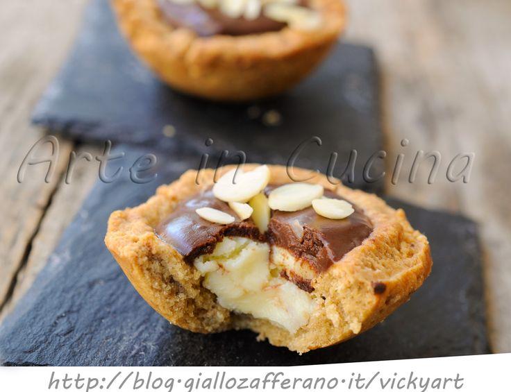 Crostatine di biscotti al doppio cioccolato senza forno, ricetta facile, dolcetti dopo cena o merenda, crostatine al cioccolato fondente, bianco, dolci sfiziosi