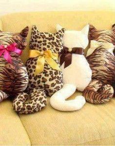 Preciosos y originales cojines en forma de gatitos, muy rápidos y sencillos de hacer. Patrón gratis