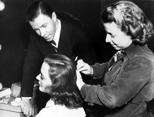 George Murphy Chats With Andrea Leeds While Hairdresser Helen Stoeffler Gets The Actress Ready For A