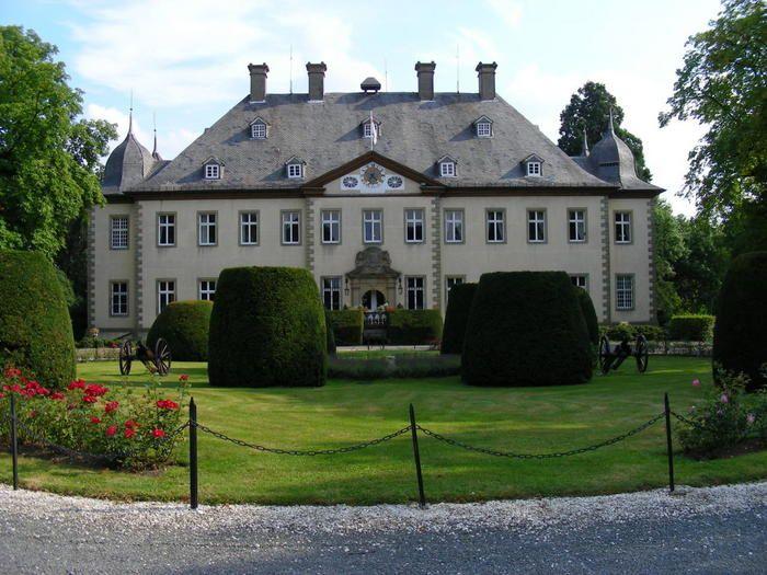 Schloss Furstenberg Bad Wunnenberg Sauerland In 2020 Schloss Burg Furstenberg