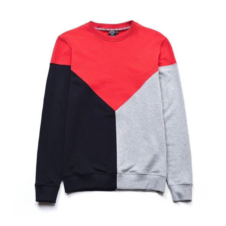 100% lightweight cotton crewneck sweatshirt with geometric inserts. Ribbed c