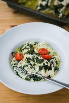 Krémové špenátové rizoto s treskou. Rizoto je díky sýru a máslu krásně krémové a s jemňounkou rybou se perfektně doplňuje.