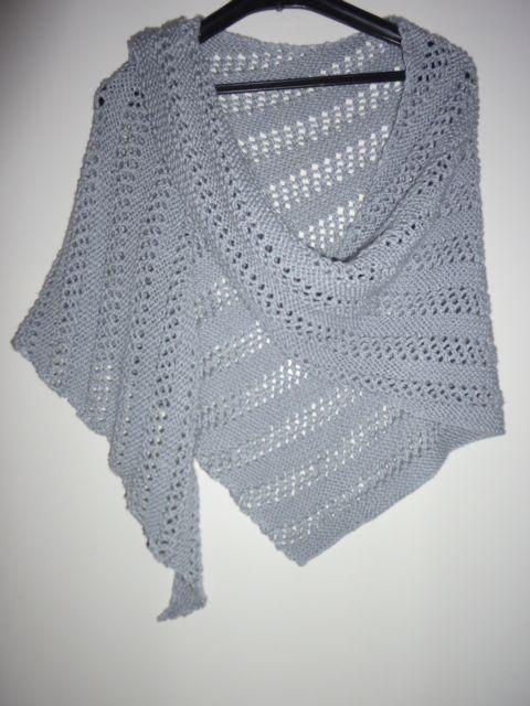Châle gris ajouré