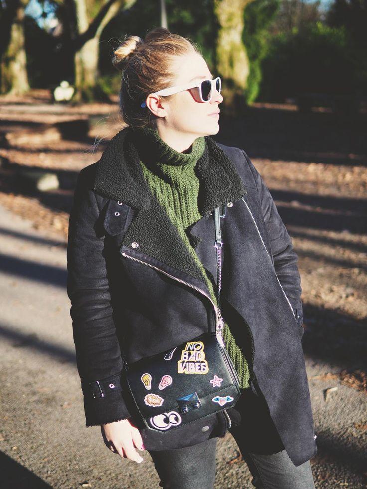 Look, Grüner Rollkragenpullover, Winteroutfit, Fashion, Modeblogger, Bloggerstyle,Turleneck, Patches, Pilotenjacke, Outfit, OOTD, Inspiration, Leoparden Vans,