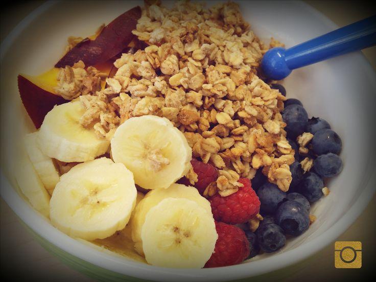 #frühstück #aufderarbeit #joghurt #Banane #Heidelbeeren #Himbeeren #nektarine #knusperflakes #lovegoodfood #babybauchfüttern #glücklich #selfamde #foodporn #antitüenkochen