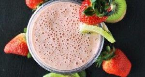 Batido de proteínas de Kiwi y fresas