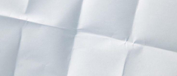 Il foglio bianco è sempre sintomo di emozioni contrastanti: un po' i pensieri si accavallano nella mente e lentamente devono mettersi in ordine per poterli condividere, un po', affiora il così detto panico del foglio bianco. Guardare il file aperto, definire i caratteri e poi? Bisogna iniziare a digitare, facile a dirsi, ma cosa digiti …
