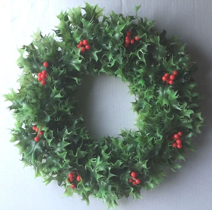 Details about Vintage Plastic Holly & Berries Christmas Wreath 18″