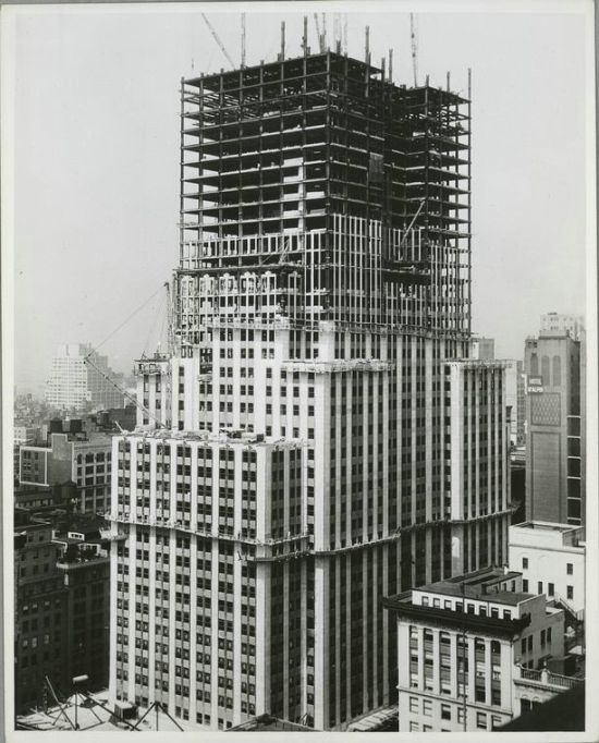 Halfway point in the construction of the Empire State Building, New York (1930)