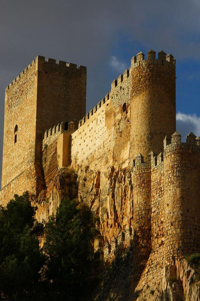 """CASTLES OF SPAIN - Castillo de Almansa, Albacete. Construido en el siglo XII sobre una fortaleza almohade. En 1707 el castillo fue partícipe , durante la Guerra de Sucesión, de la """"batalla de Almansa"""", entre las tropas del archiduque Carlos (Austrias) y las de Felipe V (Borbón). En ella, fueron derrotados y capturados nueve mil soldados pro-Austrias venciendo el ejército pro-Borbon, tras esta batalla se inclinó la guerra a favor de Felipe V y la dinastía Borbón en el Trono de España."""