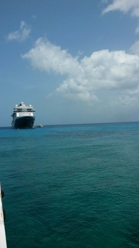 Disney Fantasy tendering in Grand Cayman