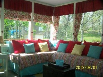 Sunroom 5th Bedroom Has 2 Twin Beds Set Up In L Shape To Look Like Sectional Twin Bed Couch