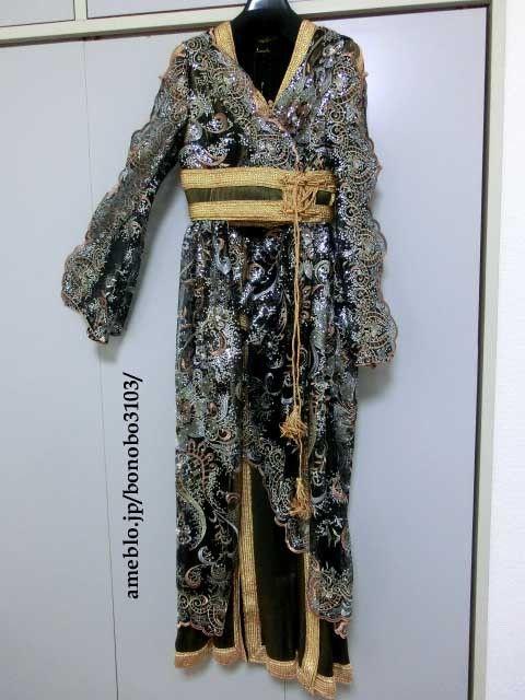 オリジナルのカフタンです。モロッコの伝統衣装ですが、パターンやデザインは今風にアレンジしてあります。下に着るワンピースと羽織物のセットです。カフタンに興味のあ...|ハンドメイド、手作り、手仕事品の通販・販売・購入ならCreema。