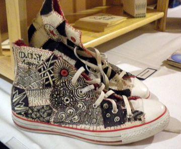 tangled hightops...love it      (good blog too): Zentangled Chucks, Zentangle Hi Tops, Zentangle Shoes, Pattern, Fashion Statements, Zendoodles Zentangle Zen, Zentangle Sneakers, Zentangle3 Jpg 360 295, Kid