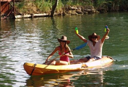Paseo en canoa en el lago
