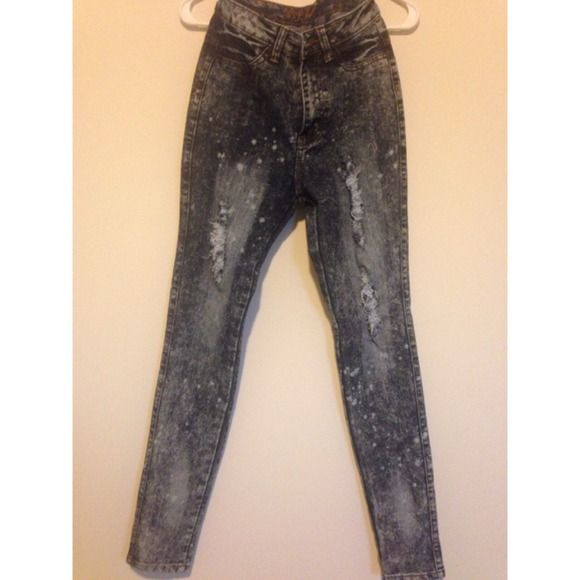 High waisted denim jeans #highwaisted #DenimJeans #holesinjeans #BleachedJeans #neverbeenworn #fitted #size5 #size6 Pants