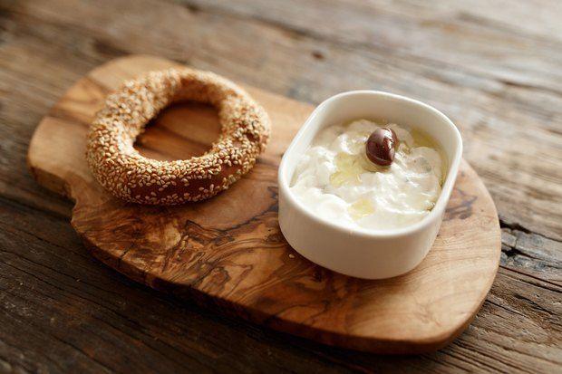 Греческий завтрак: Бублики кулури сдзадзики . Изображение № 1.