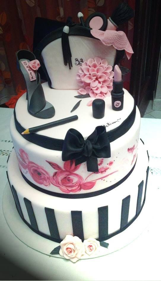 Image from http://the-cake-lovers.com/cakecommunity/wp-content/uploads/2014/01/Makeup-Cake.jpg.