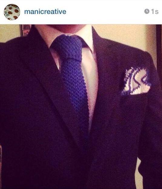 cravatta a uncinetto con pochette...lavoro eseguito su commissine