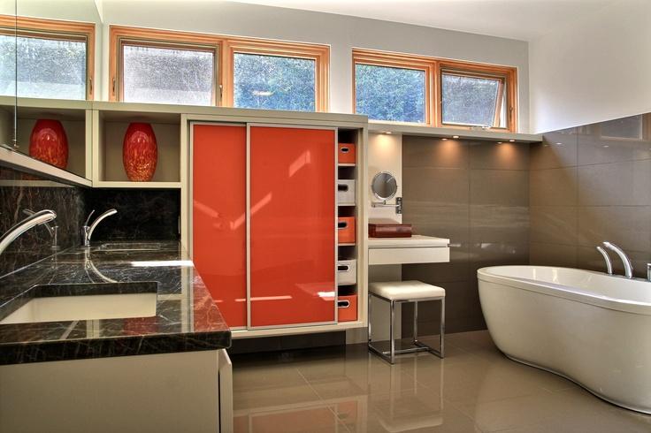 Salle de bain réalisée par Richard & Levesque design Martine Gingras (blahel)