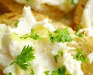 Trempette de haricots blancs à l'ail à tartiner : http://www.fourchette-et-bikini.fr/recettes/recettes-minceur/trempette-de-haricots-blancs-lail-tartiner.html