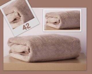Teplá deka a prikrývka z mikrovlákna bežovej farby