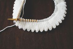 Though seemingly an obvious decision, your choice of edge stitch can really make your knit patterns pop. When working or designing garments or accessories, you should know your options. Read on as we examine five different types of edge techniques you should know and be familiar with in case find yourself in need of an alternative!
