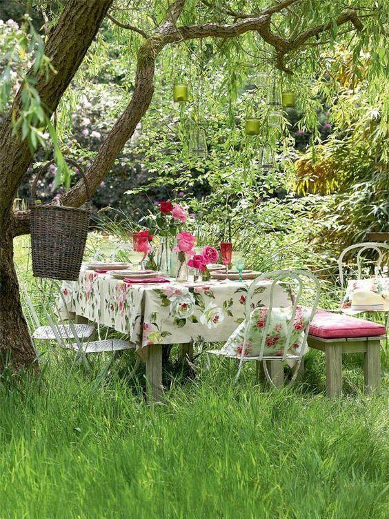 giardino in stile cottage tavolo
