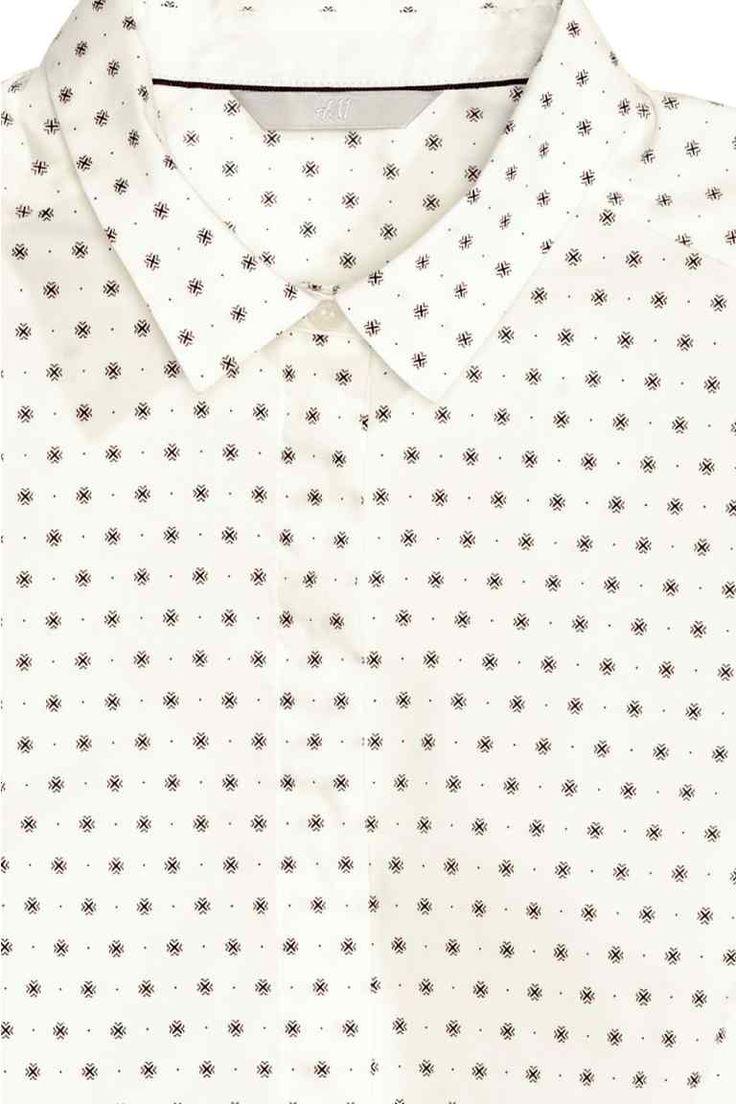 h&m: Stretch hemd: Een getailleerd hemd van elastische, geweven kwaliteit met een smalle, klassieke kraag, en een blinde knoopsluiting.