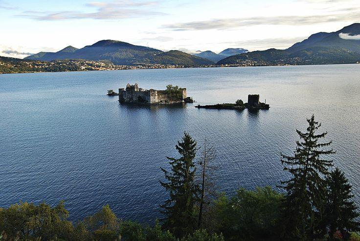 Lago Maggiore con Castelli di Cannero