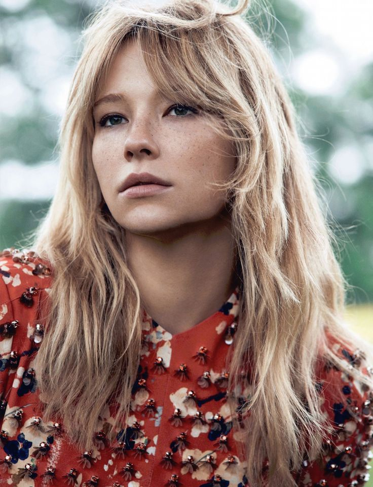 Have a girl crush on this (girl on a train) actress.