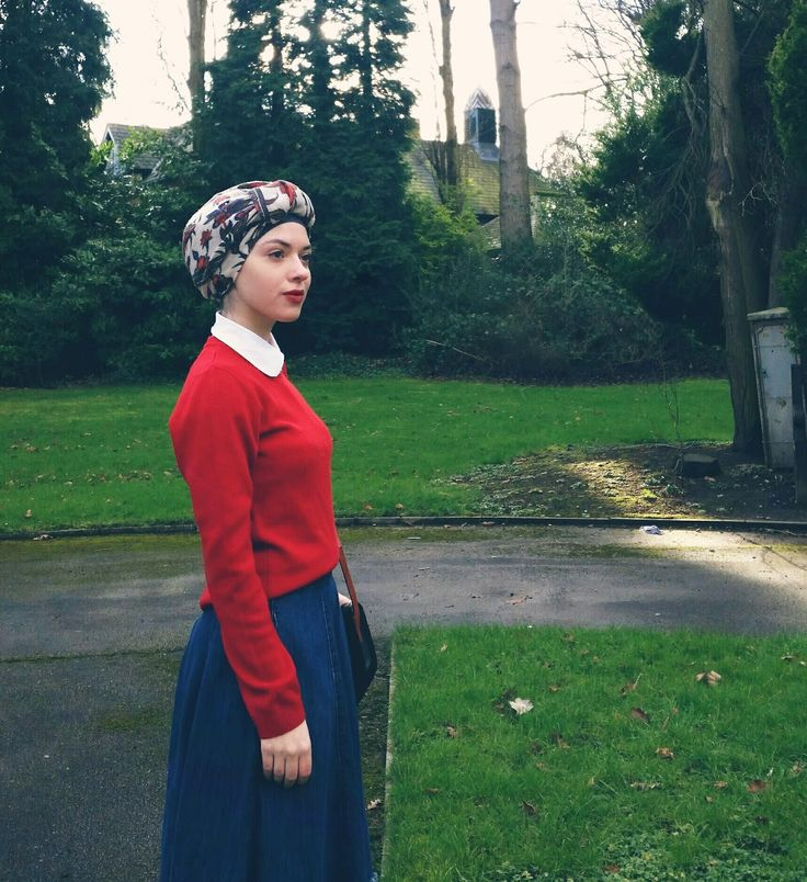 Vintagonista: Opportunist Turban-hijab, vintage outfit featuring a red jumper, peterpancollar blouse and denim midi skirt