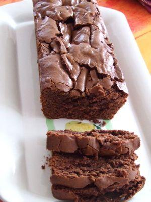 Cake au chocolat fondant sans gluten - avec 100g poudre d'amandes+100g farine de riz avec 3 oeufs et du bicarbonate de soude :)
