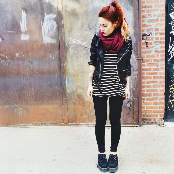 grunge | black | dark | cachecol | jacket | couro | listra | red | simple | cold |