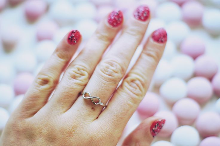 Infinity für unendliche Momente :feet::snowflake::dizzy: . . . #jewelry #jewellery #infinity #jewelryoftheday #rings #sterlingsilver #unendlich #accessories #musthave #shoponline #silvester #munich #berlin #hamburg #vienna #fashionaddict #fashionjewelry #editorial #girlstuff #fashionblogger_at #pink #austriandesigner #wien #schmuck #pink #austria #graz #Silber925