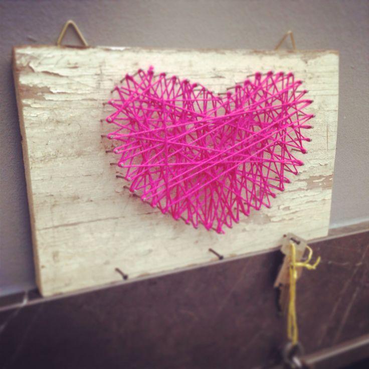 Schlüsselbrett in #Herzform zum #Valentinstag #diy #Geschenkidee