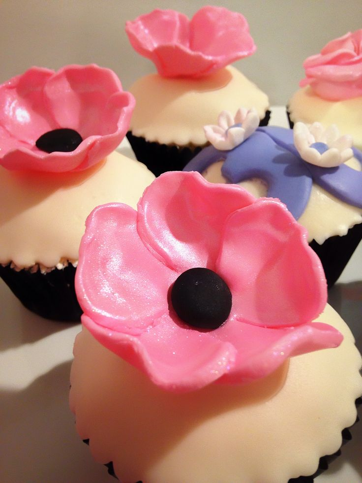 Vanilla & Strawberry Cupcakes topped with Fondant Flowers for a 30th Birthday