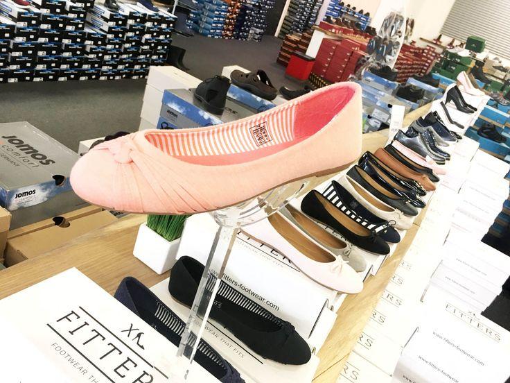 Foto: schuhplus - Schuhe in Übergrößen - ist ein in Europa führendes Versandhaus für Schuhe in Übergrößen. Ob Damenschuhe in Übergrößen in den Größen 42 bis Größe 46 oder Herrenschuhe in Übergrößen in den Größen 46 bis 54. Schuhplus, gegründet 2002 von Kay Zimmer, bietet als eines der führenden Fachhändler für große Damenschuhe sowie große Herrenschuhe eine nahezu unvergleichbare Auswahl an Schuhen in Sondergrößen für jeden Anlass. Ob Webshop unter https://www.schuhplus.com oder stationärer…