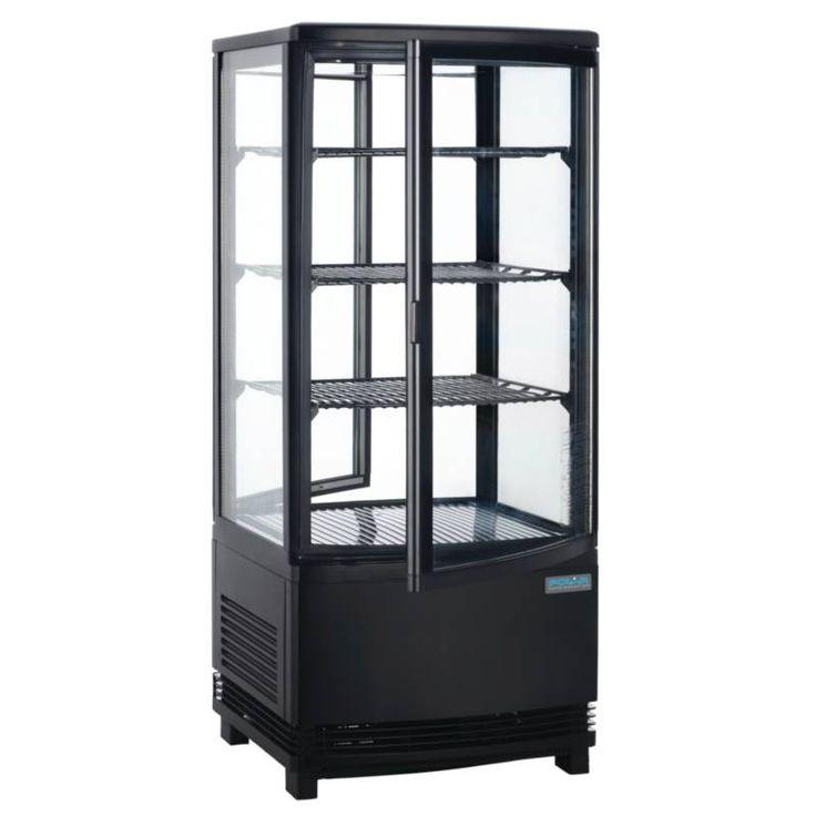 Polar zwarte gebaksvitrine met gebogen glazen deuren voor maximale toegang. Ideaal voor impuls aankopen als blikjes, sandwiches etc. Voorzien van 3 roosters. Automatische ontdooiing. CFK-vrij.
