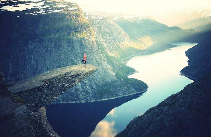 Viajar sozinha pode não ser muito fácil na primeira vez. Veja como planejar sua primeira viagem para que ela seja um sucesso e uma experiência inesquecível!