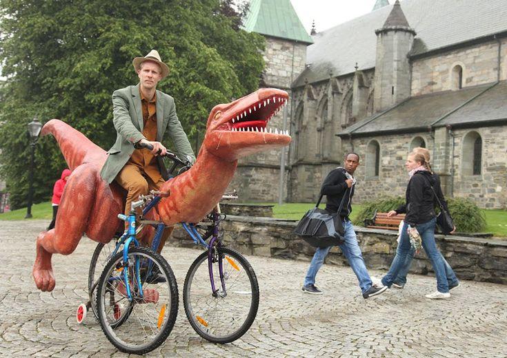 markus moestue travels norway on a self-built dinosaur bike