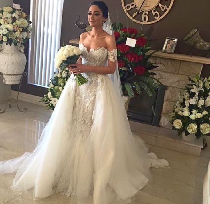 Leah da Gloria, wedding dress by Steven khalil