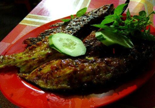 Ikan kerapu merah bakar, pasar Rawaindah, Bontang ..