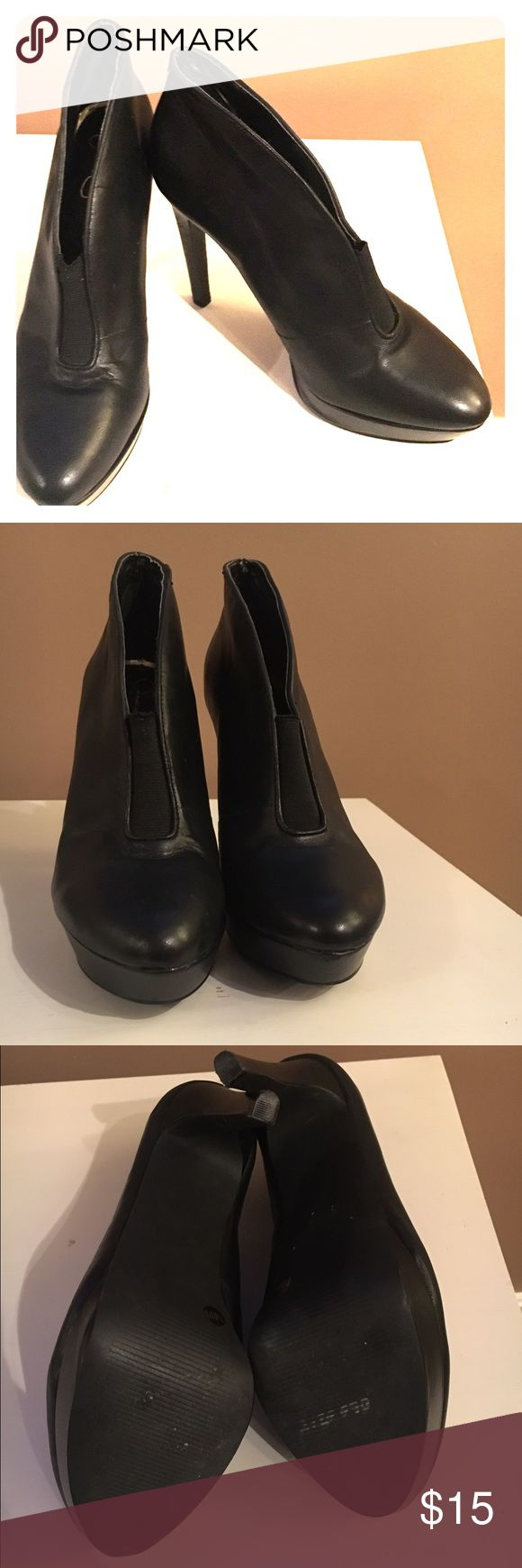 Jessica Simpson bootie black pumps Fabulous Jessica Simpson 7.5 black platform bootie heels. Like new! Little too tall for me and making room in my closest! Feel free to make an offer!! Jessica Simpson Shoes Ankle Boots & Booties