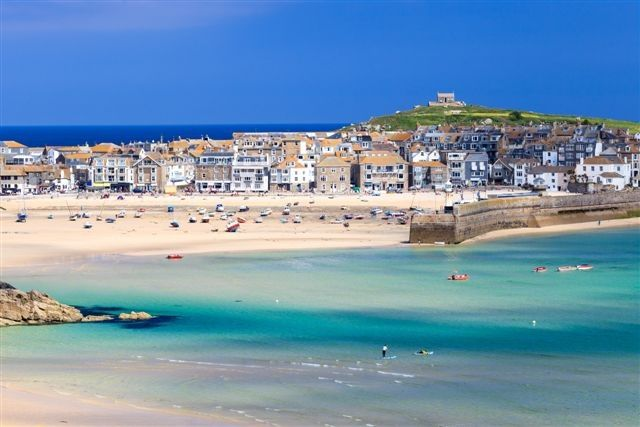Love the colour of the sea in this beautiful photo #StIves