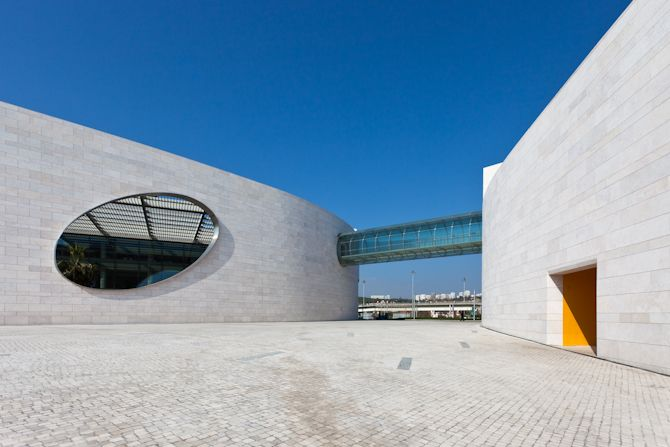 Charles Correa: Champalimaud Center for the Unknown    Design and Beyond! by arq  Architect: Charles Correa associates  Laboratory and Clinical design architects: RMJM hillier
