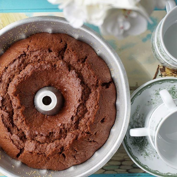 BANANKAKA Enkel och saftig kaka som går lätt att baka. Perfekt om man har lite övermogna bananer hemma!