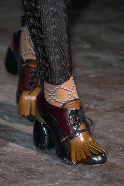 Dries Van Noten at Paris Fashion Week Fall 2016 - Details Runway Photos