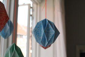 Langter jeg kommet videre med diamatnerne til enuro inspireret af Frk. Hansens neon-diamanter . Jeg har tidligere kastet mig ud i at fold...