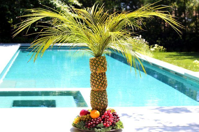 Tropical Fruit Platter For A Beach Wedding: 17 Best Ideas About Pineapple Tree Centerpieces On